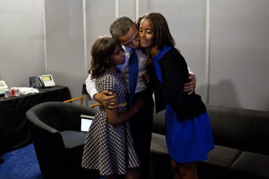 Barack,_Malia,_and_Sasha_Obama_at_the_2012_Democratic_Convention.jpg